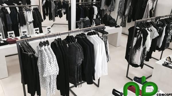 Lựa chọn gam màu trắng - đen để thiết kế shop quần áo nam