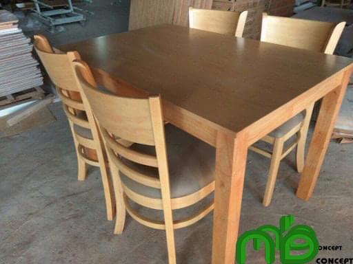 Bộ bàn ghế ăn 4 ghế gỗ cao su đơn giản, tinh tế