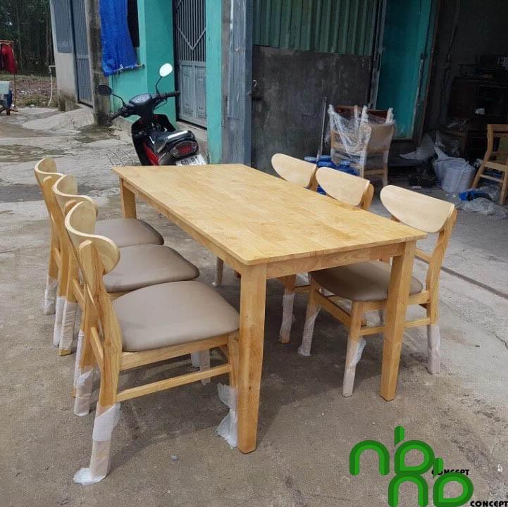 Bộ bàn ghế ăn bằng gỗ cao su