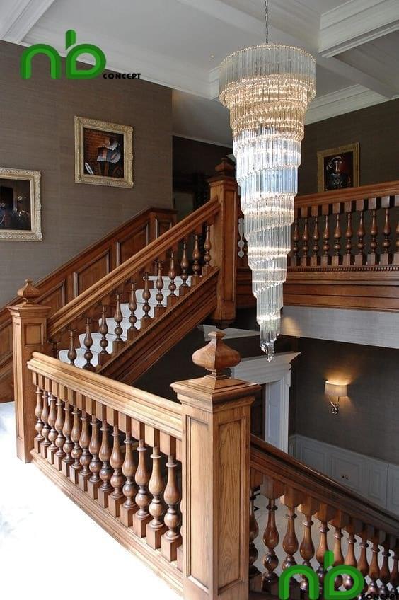 Mẫu thiết kế cầu thang gỗ đẹp cho lâu đài