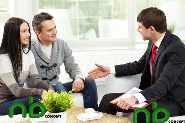 Gặp gỡ khách hàng để thảo luận ý tưởng